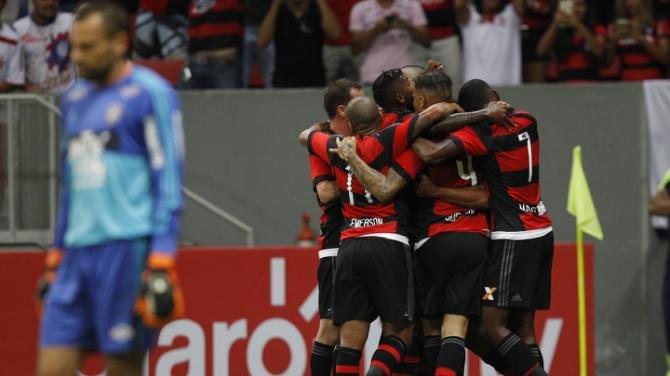 Flamengo vence o Fluminense em clássico tenso no Mané Garrincha