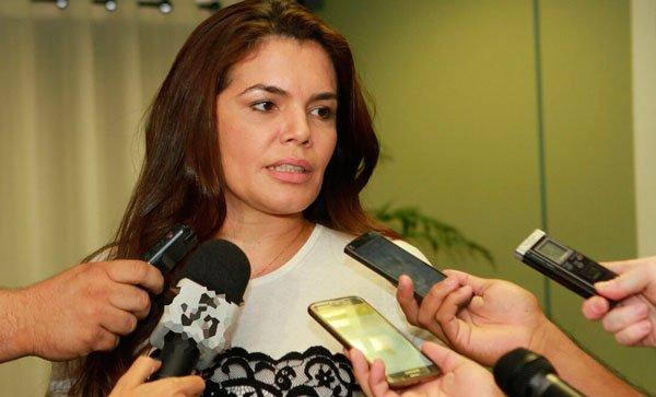 'Ticket alimentação dos policiais é uma miséria', dispara Alessandra Campêlo
