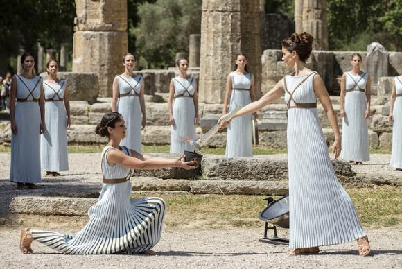 Chama Olímpica é acesa na Grécia e chega ao Brasil em 3 de maio