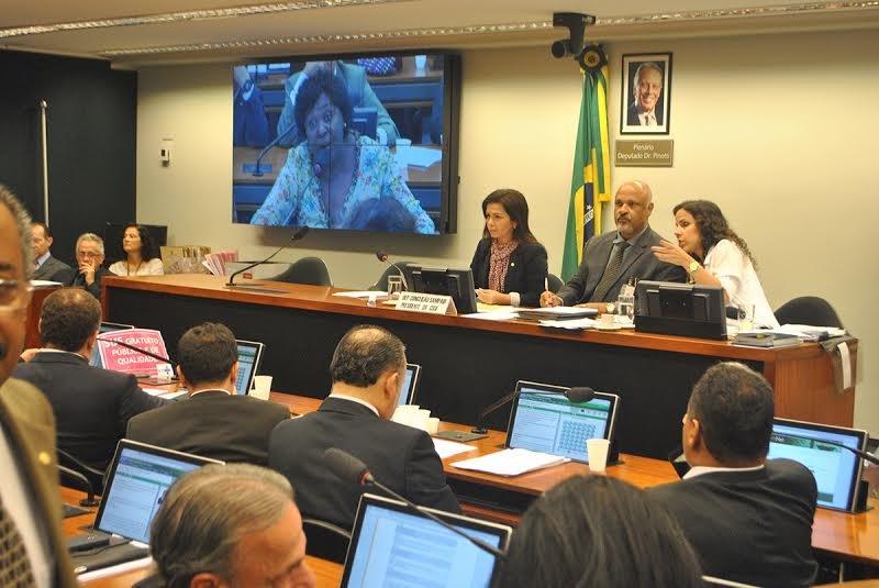 Comissão de Seguridade Social e Família  aprova projetos e instala subcomissões