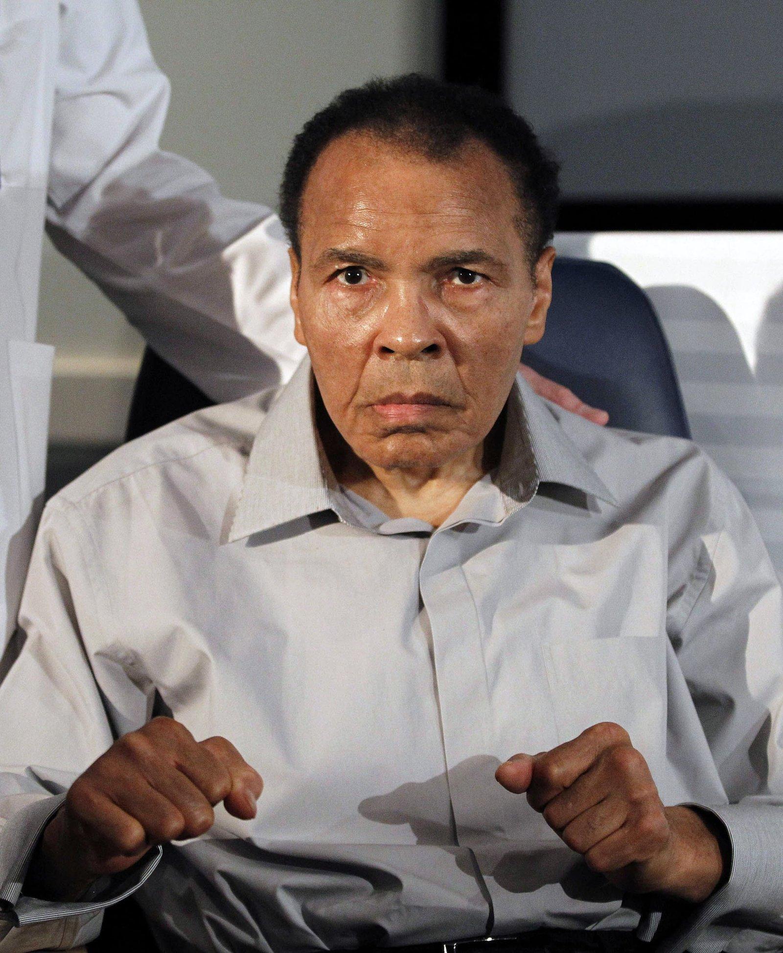 Lenda do boxe, Muhammad Ali morre aos 74 anos