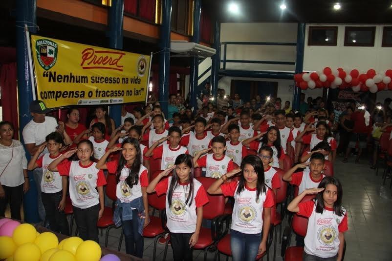 Proerd forma 140 alunos de escola da zona Centro-Oeste