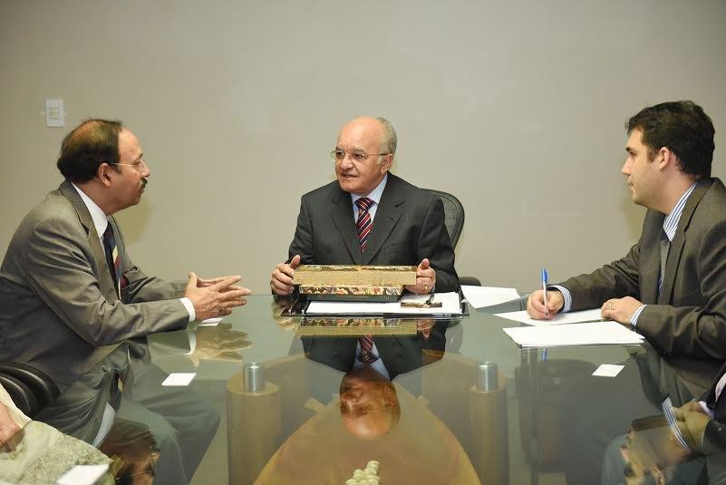 José Melo recebe embaixador do Paquistão e sugere intercâmbio econômico e científico