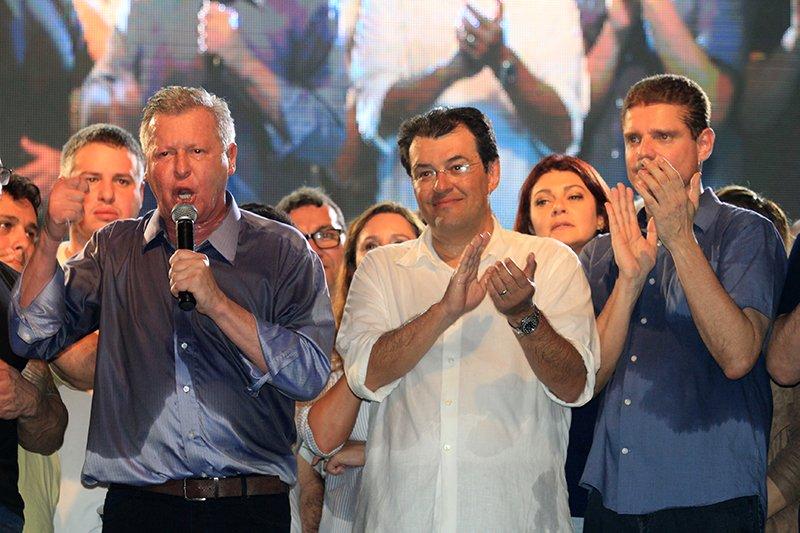 PSDB e PMDB fecham arco de alianças partidárias