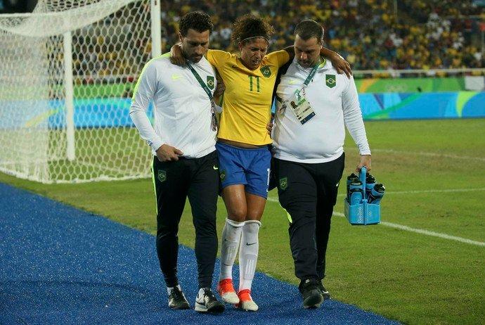 Com lesão na coxa, Cristiane está fora do jogo contra África do Sul na Arena da Amazônia