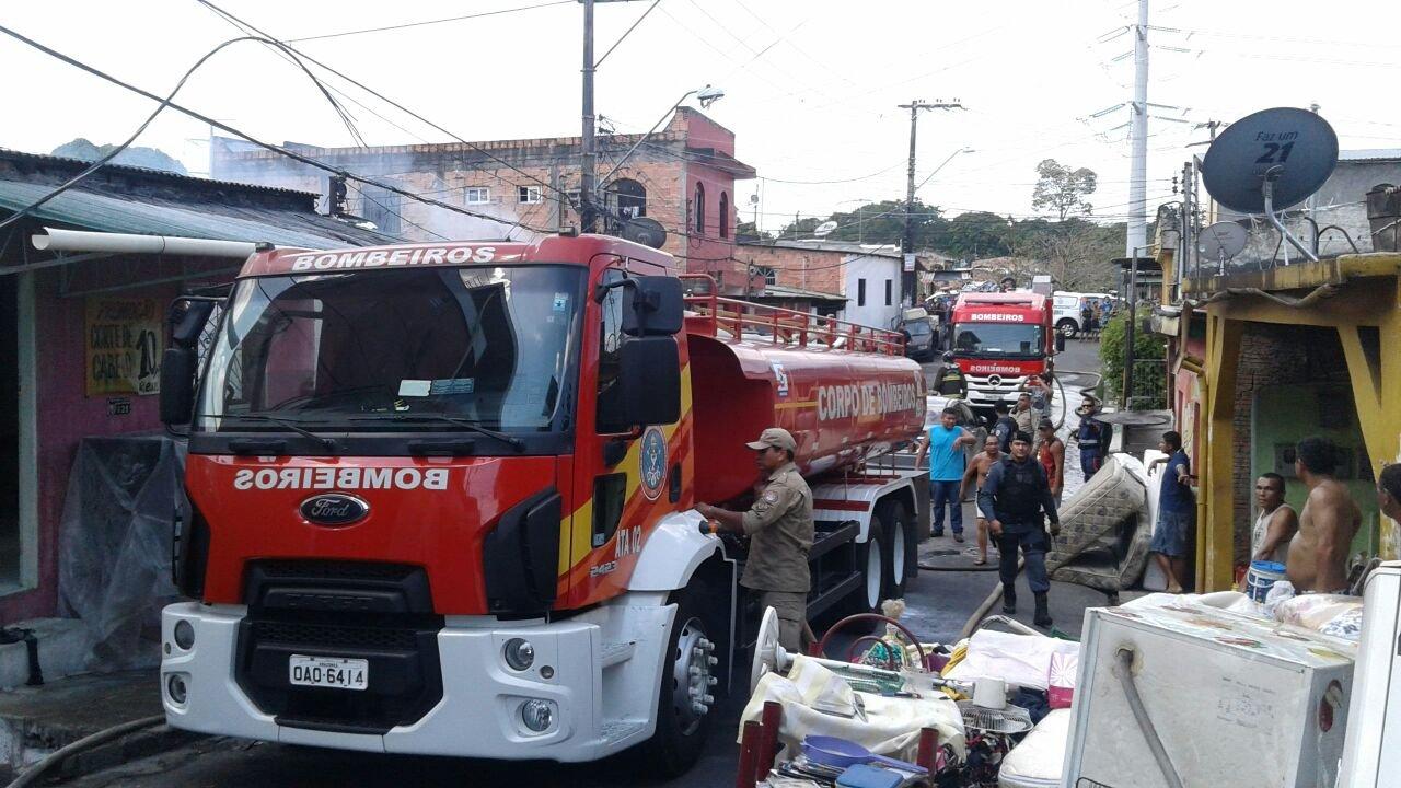 Idosa cadeirante morre durante incêndio devastador em Manaus