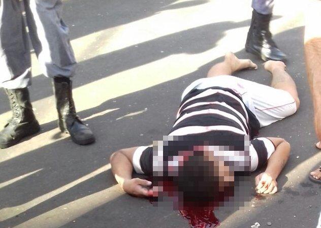 IMAGENS FORTES: Homem é executado com varios tiros em Manaus