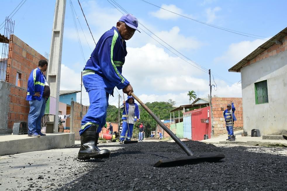 Comunidades recebem serviço de infraestrutura em Manaus