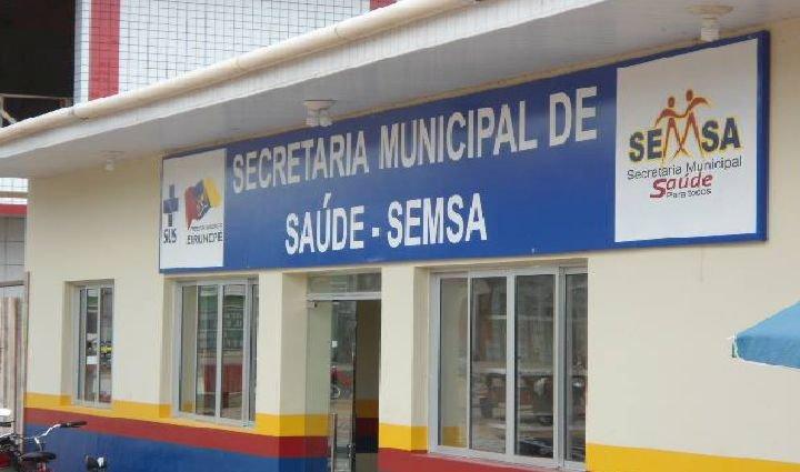 Com atraso de salários, servidores da saúde ocupam secretaria em Eirunepé