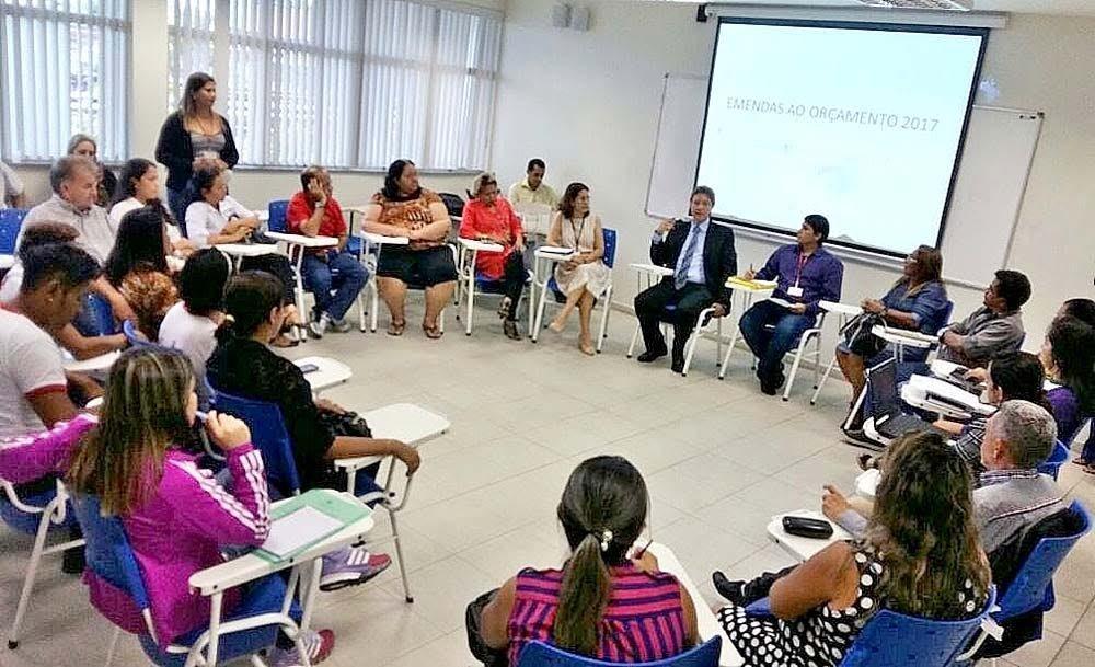 Luiz Castro discute com a sociedade propostas de emendas ao Orçamento/2017