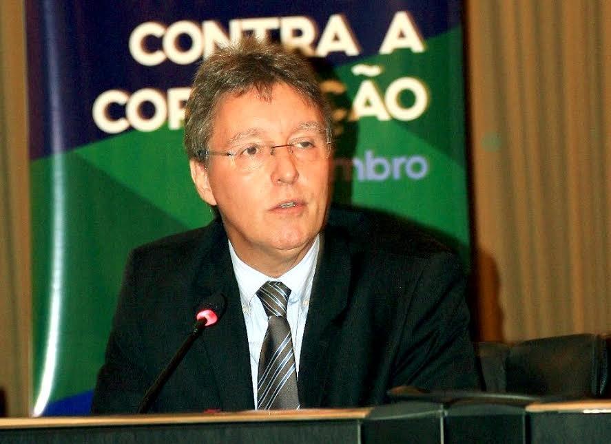 Corrupção não tem endereço ideológico, afirma Luiz Castro