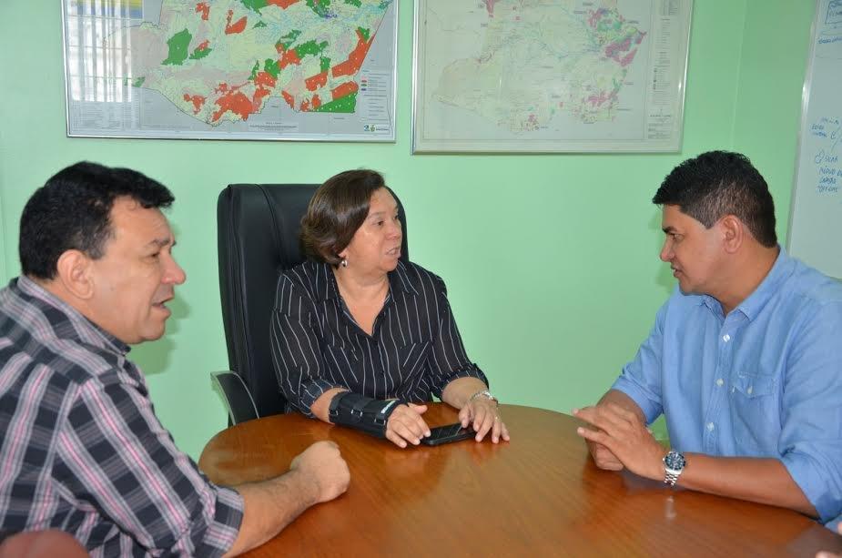 prefeito de Parintins se reune no Ipaam para tratar sobre o lixão