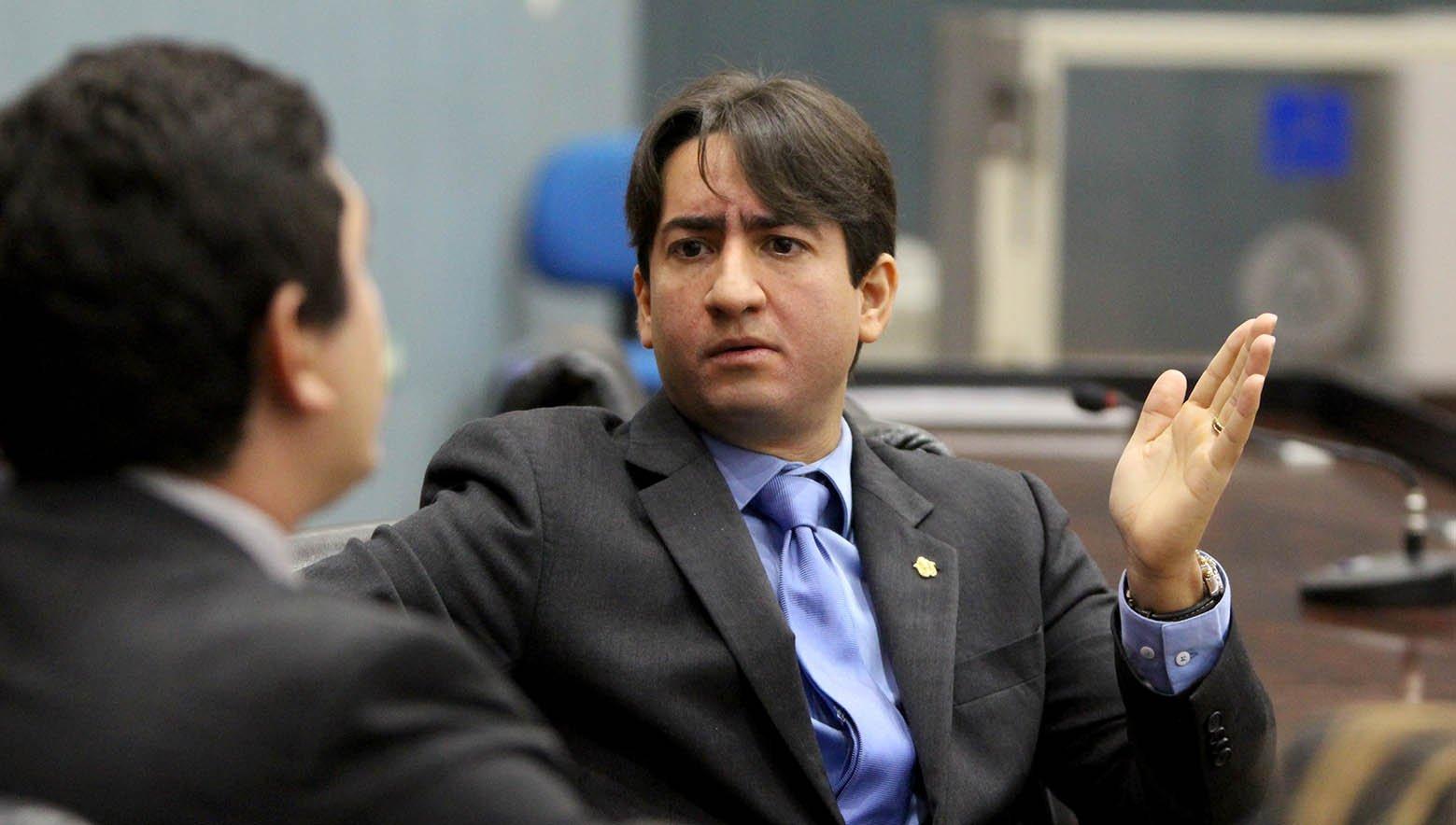 Diego Afonso pede amplo debate sobre o uso de aplicativo de transporte