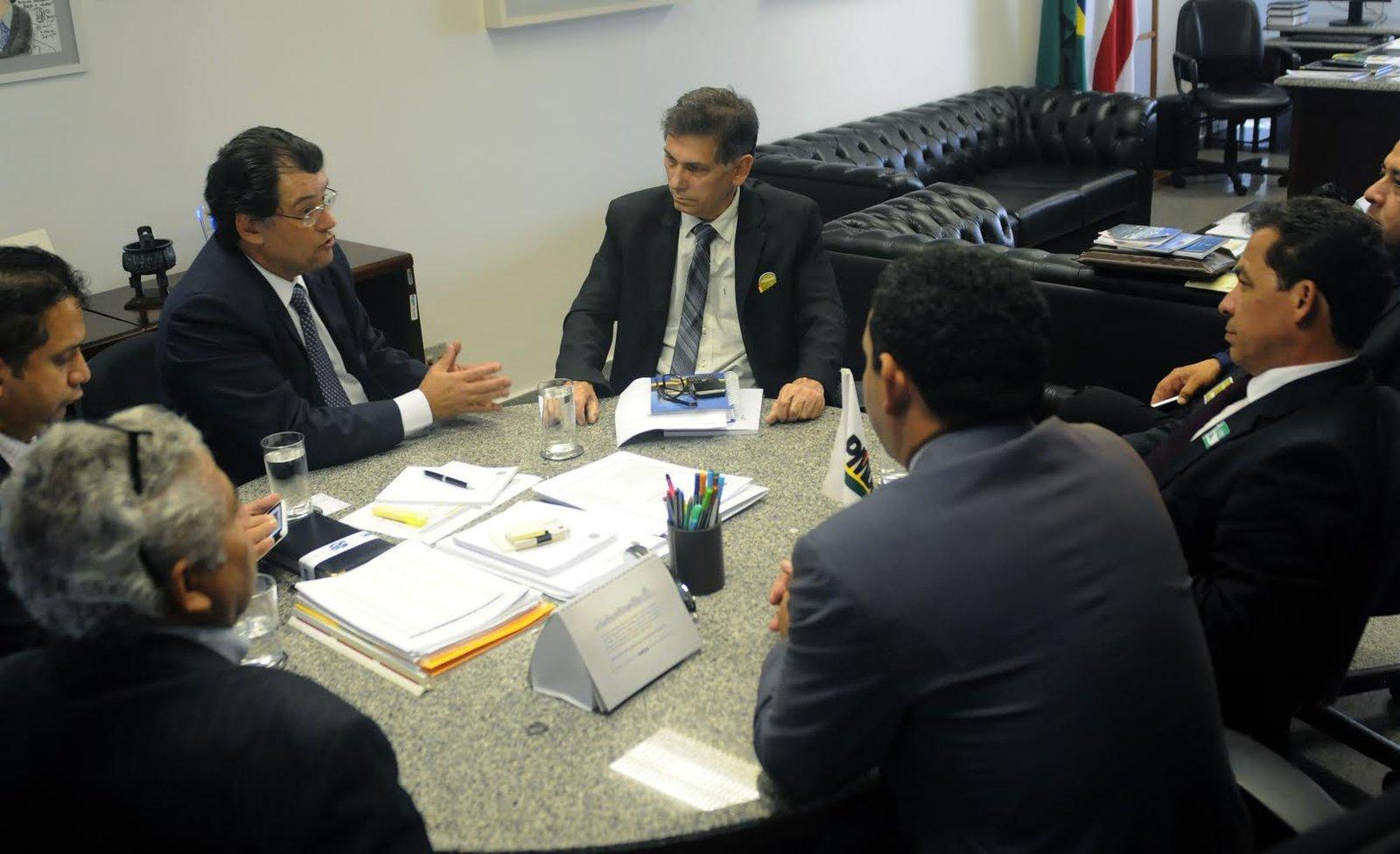 Senador Eduardo Braga garante assessoria técnica a prefeitos do interior do AM