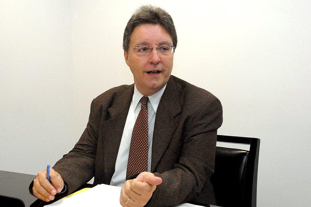 Governo quer tirar dos pobres com novo aumento do ICMS, salienta Luiz Castro