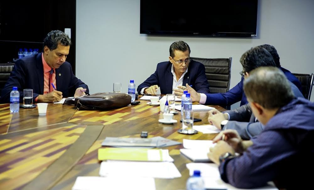 Conferência Nacional reúne parlamentares para discutir reformas e crises no país