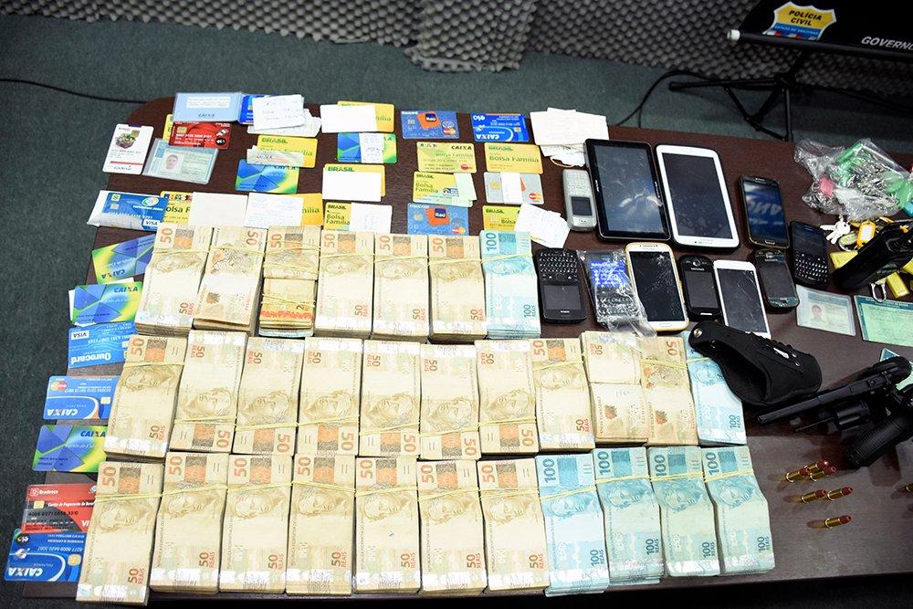 Polícia Civil prende trio e apreende armas, munições, drogas e dinheiro durante operação deflagrada na zona sul da capital