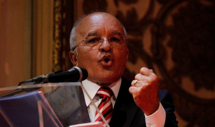 José Melo volta ao governo