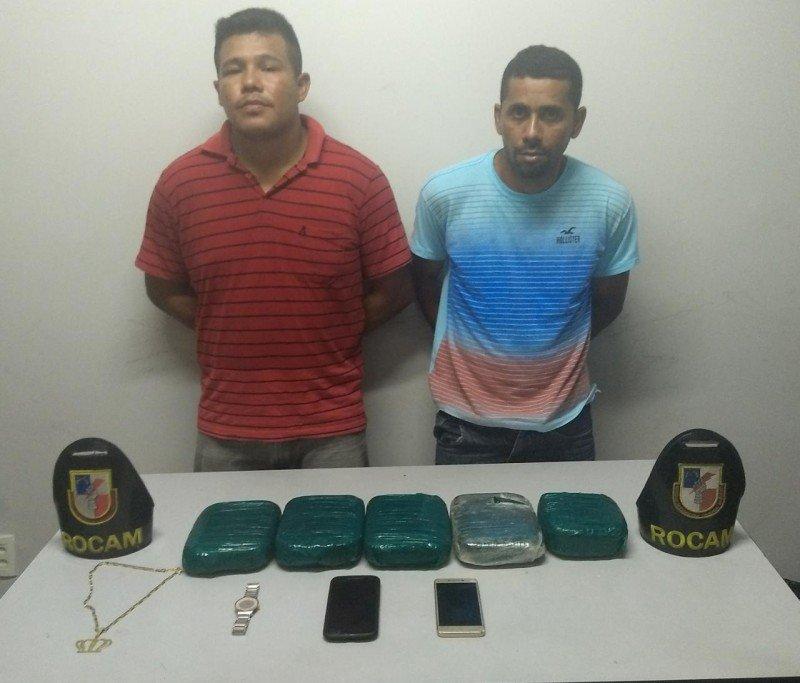 Dupla é presa com 5kg de cocaína em quarto de estância em Manaus