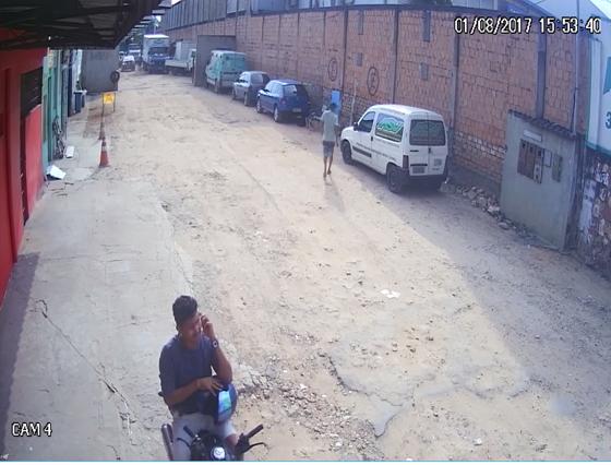 Equipe do 17° DIP pede apoio da sociedade para identificar, localizar e prender homem envolvido em roubo a um escritório