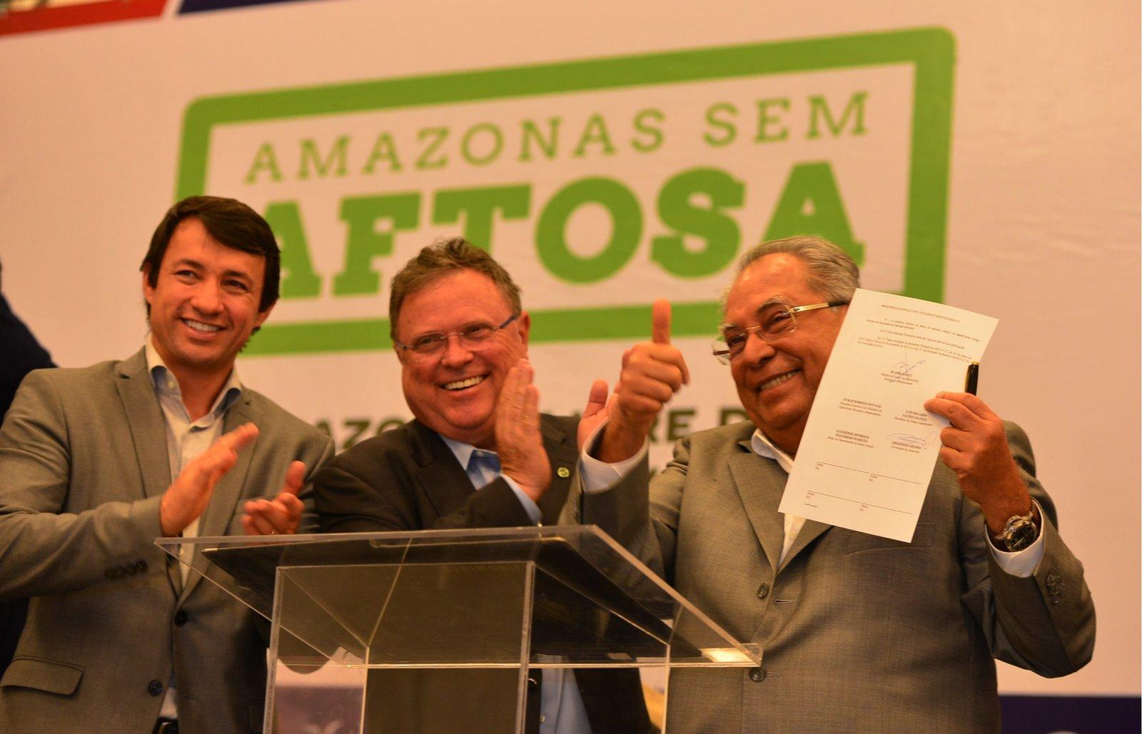 Governador Amazonino e ministro da Agricultura assinam termo que reconhece o Amazonas livre da febre aftosa