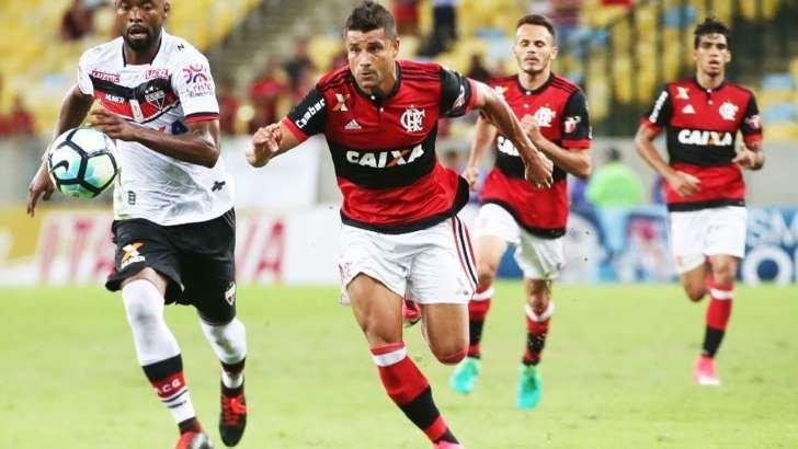 Flamengo anuncia renovação de contrato do meia Ederson até junho