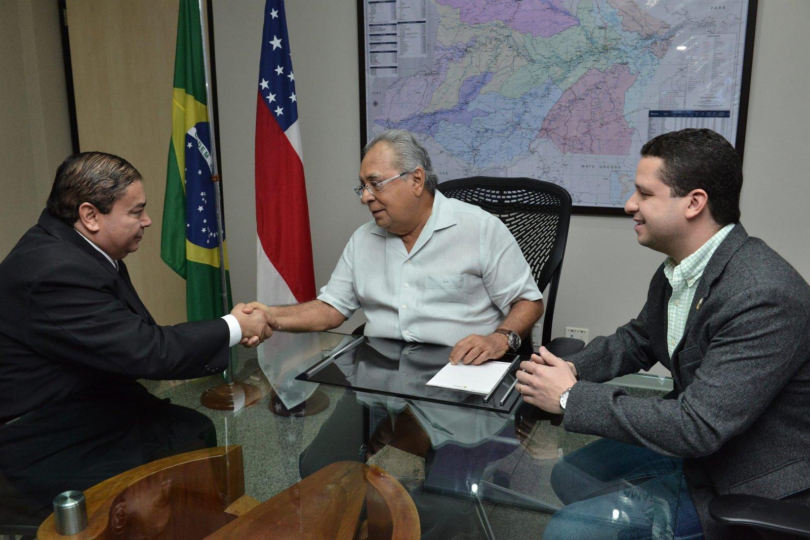 Governador Amazonino Mendes empossa novo titular da Setrab