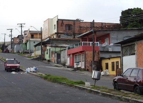 Mulher é baleada durante arrastão a residencias no Jorge Teixeira