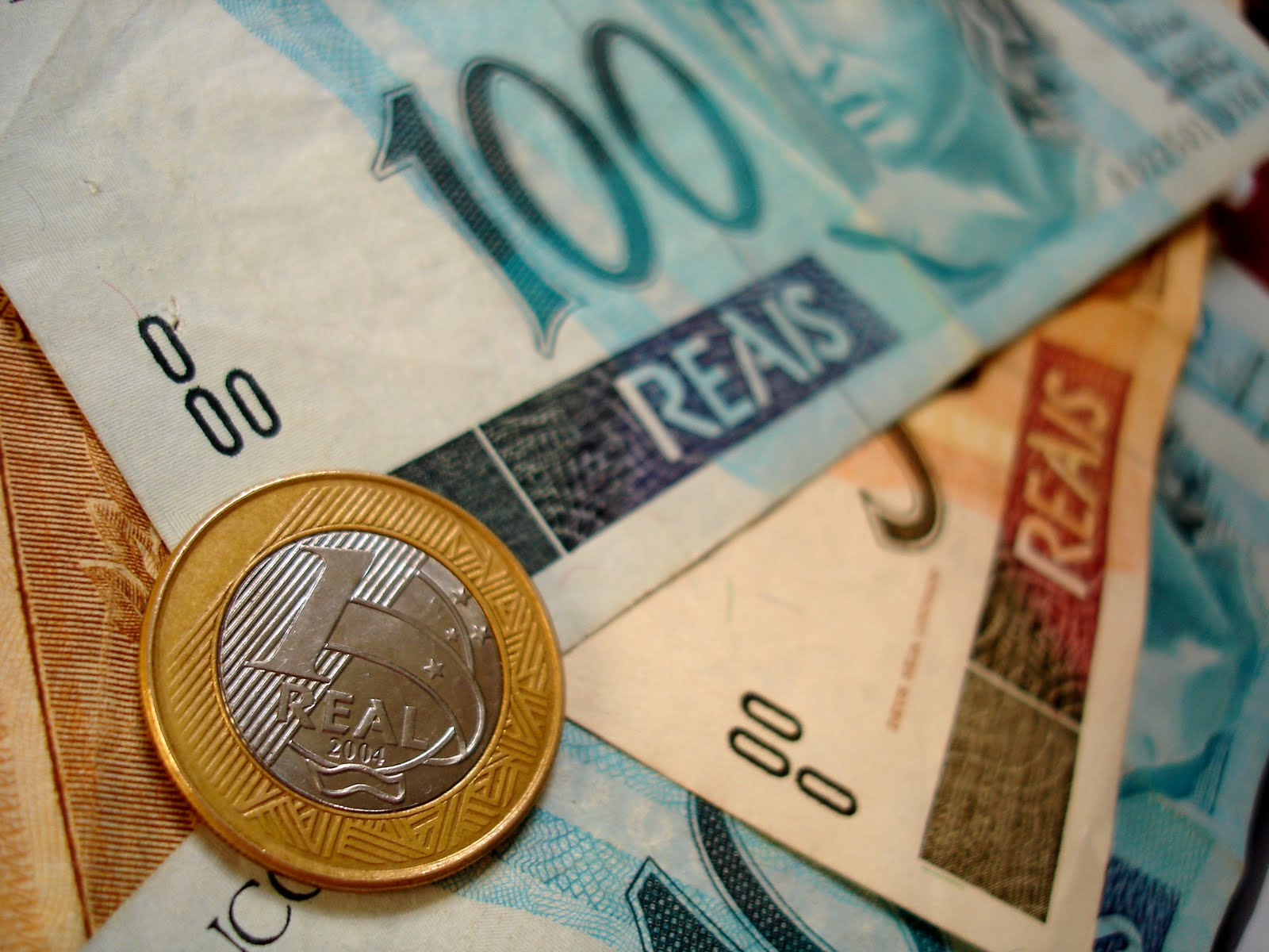Saúde e educação perdem R$ 472 milhões para campanhas eleitorais