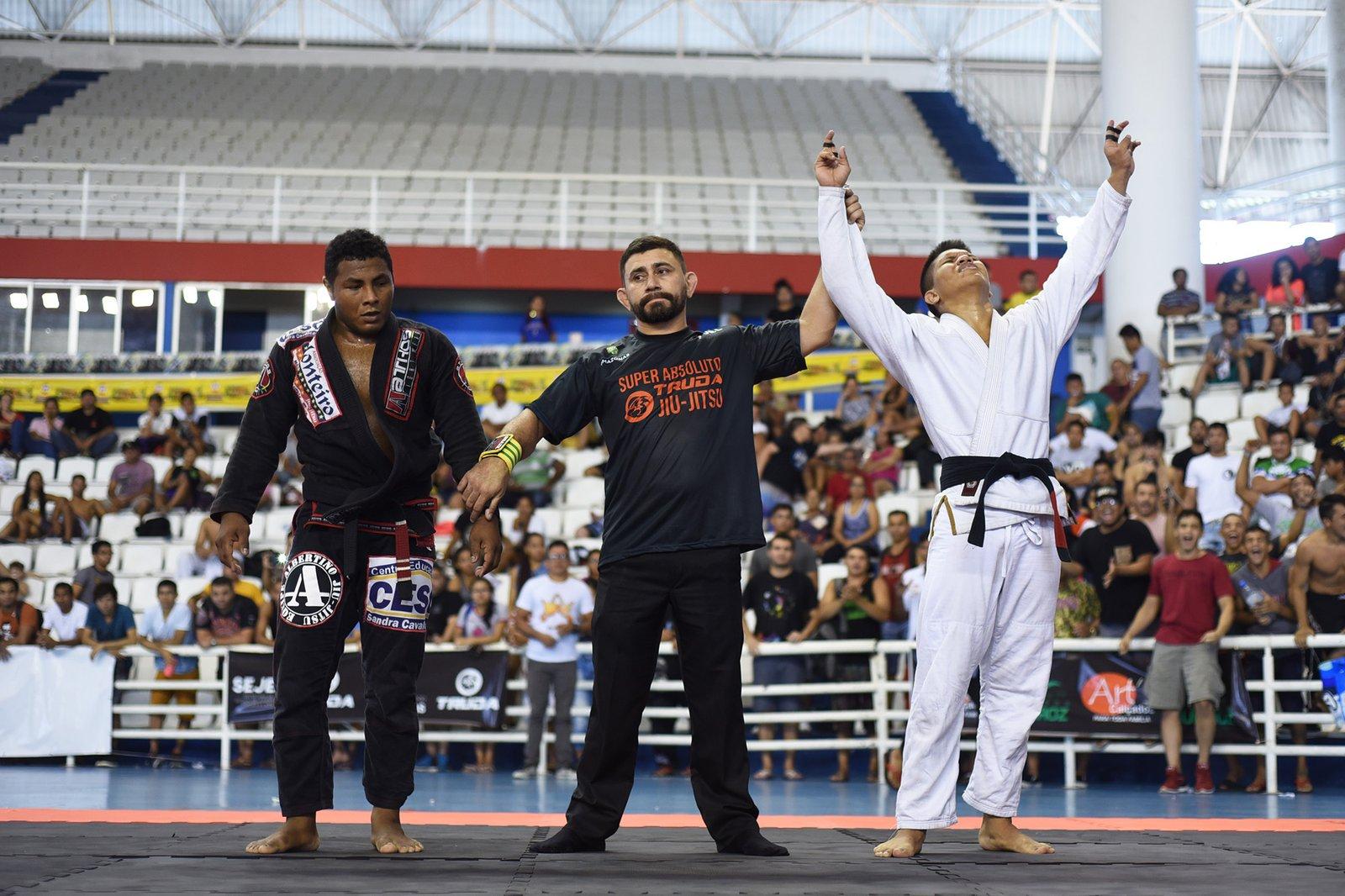 1º Super Absoluto de Jiu-jítsu reúne 500 atletas no ginásio poliesportivo do Amazonas