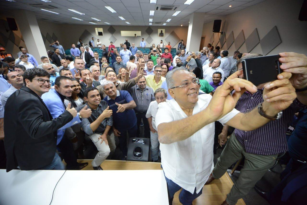 Em encontro com 58 prefeitos, Amazonino anuncia apoio às prefeituras do interior do Amazonas