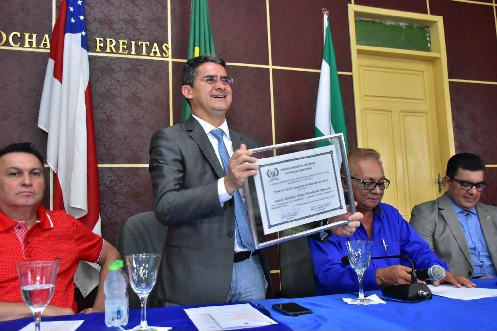 Anori e Codajás concedem título de cidadão a David Almeida