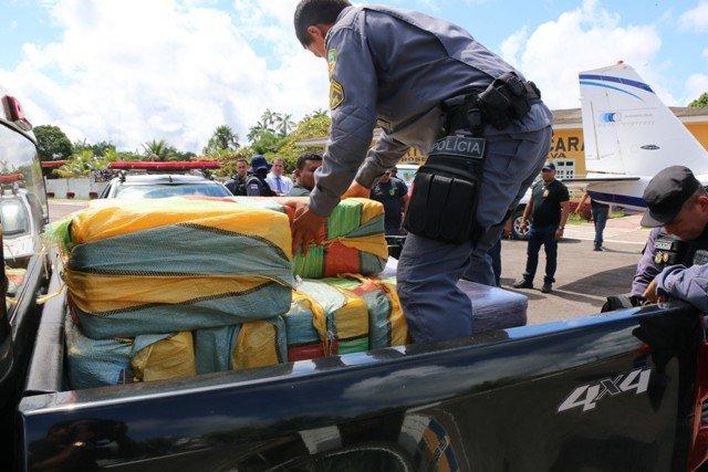 Veja o vídeo: Quase 500 kg de cocaína são apreendidos no aeroporto de Carauari