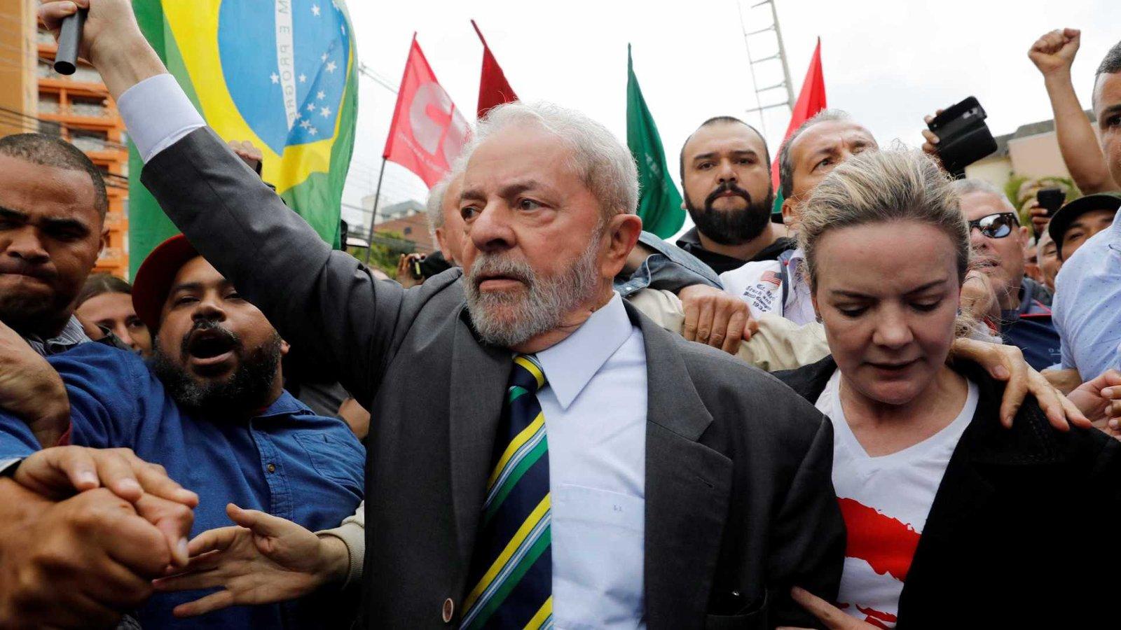 Lula só deve se entregar amanhã, após missa em homenagem à dona Marisa