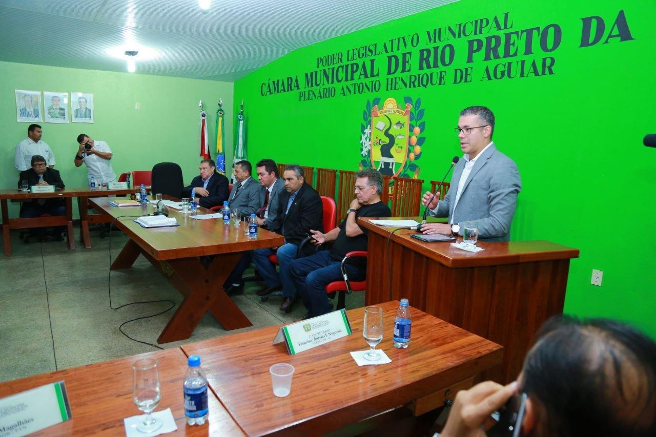 Josué Neto anuncia recursos para reforma do Estádio 'Chicão' de Rio Preto da Eva