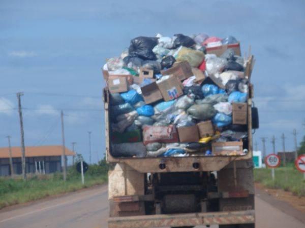 Prefeito paga 2,9 milhões para empresa coletar lixo no interior do AM