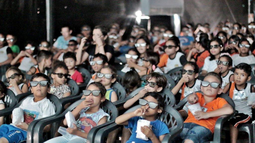 Rio-pretenses rendem-se a magia do cinema em 3D