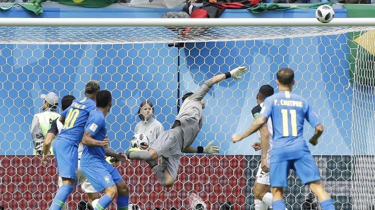 Brasil se salva com gols nos acréscimos e vence a primeira na Copa do Mundo