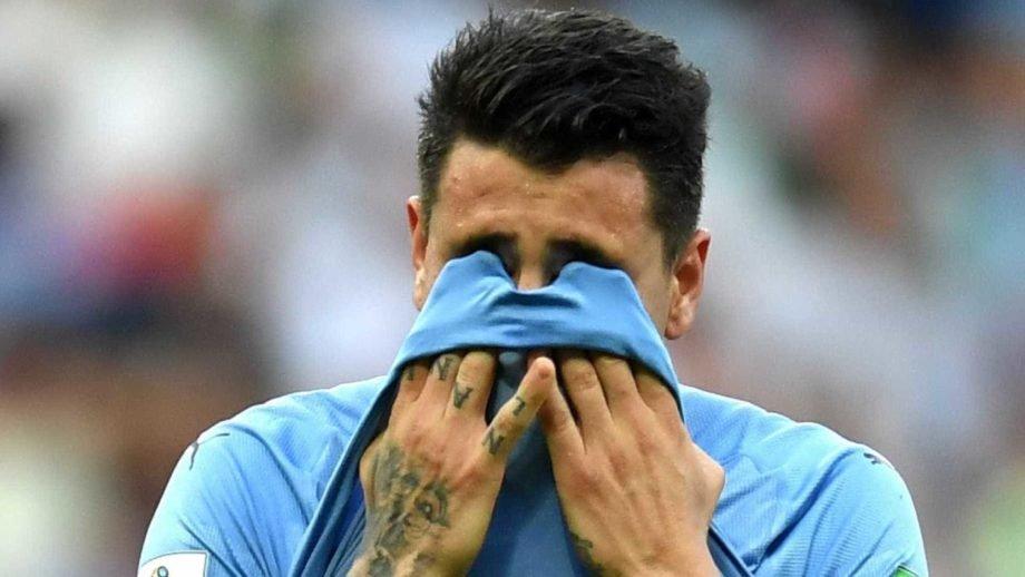 Zagueiro Giménez sofre lesão na coxa e desfalca Uruguai contra a Rússia