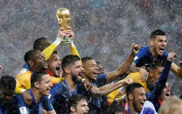 Em final com seis gols, França vence a Croácia e garante o bi da Copa do Mundo