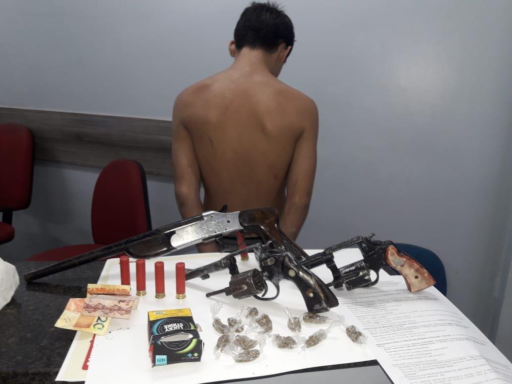 Homem é preso com armas e drogas na Cidade Nova
