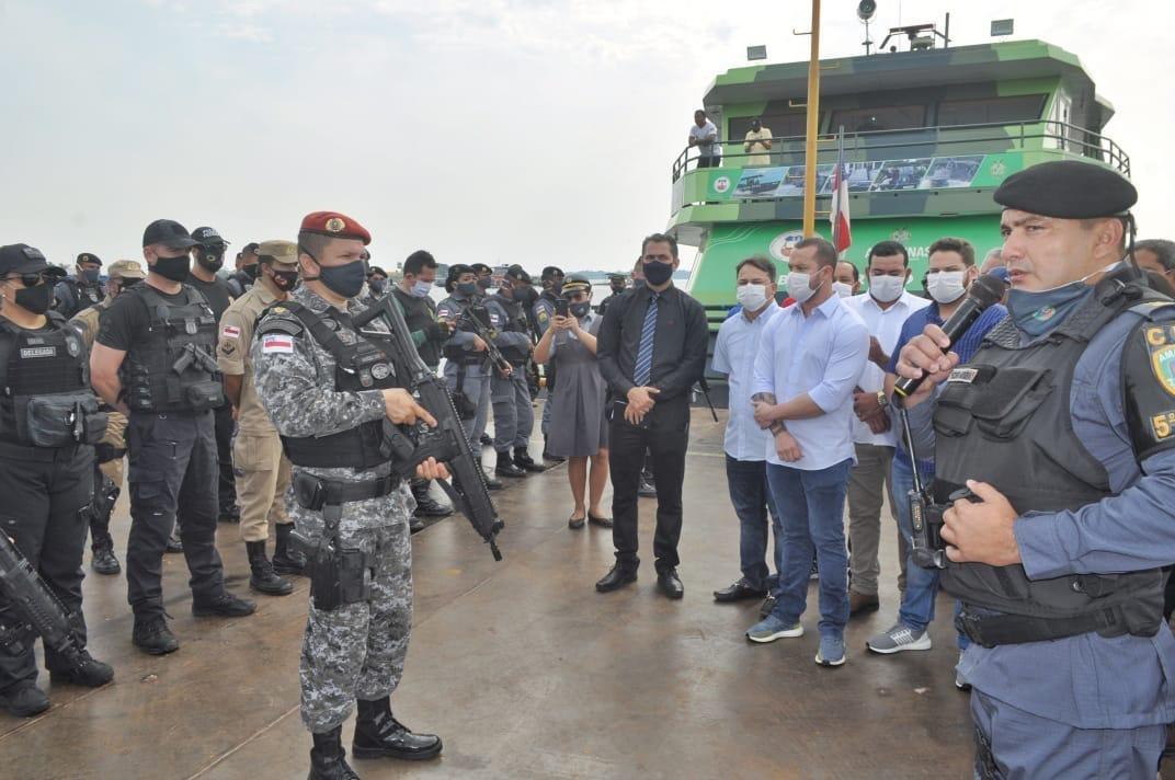 Prefeito comemora chegada da Base Fluvial Arpão em Coari