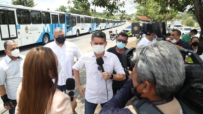 David Almeida entrega mais 42 ônibus e anuncia renovação de 80% da frota até o final do mandato