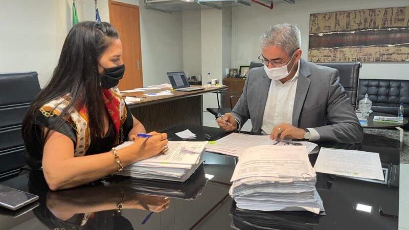Governo do Amazonas assina contratos para pavimentação de ramais no Careiro Castanho