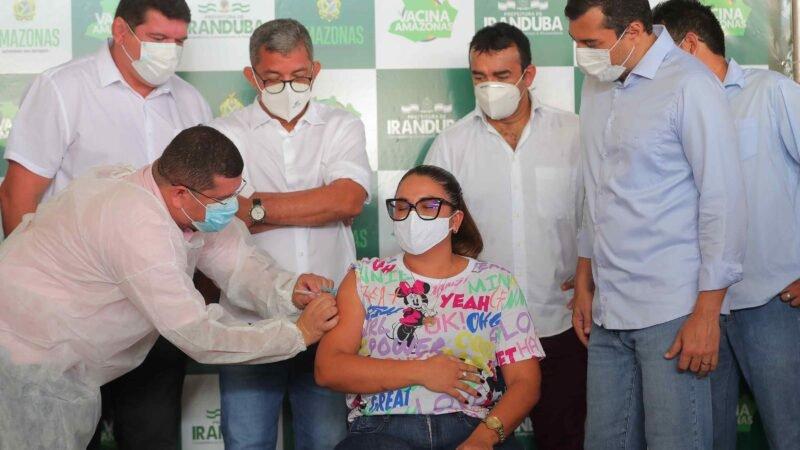 Governador Wilson Lima acompanha início da vacinação de profissionais da educação no interior do estado