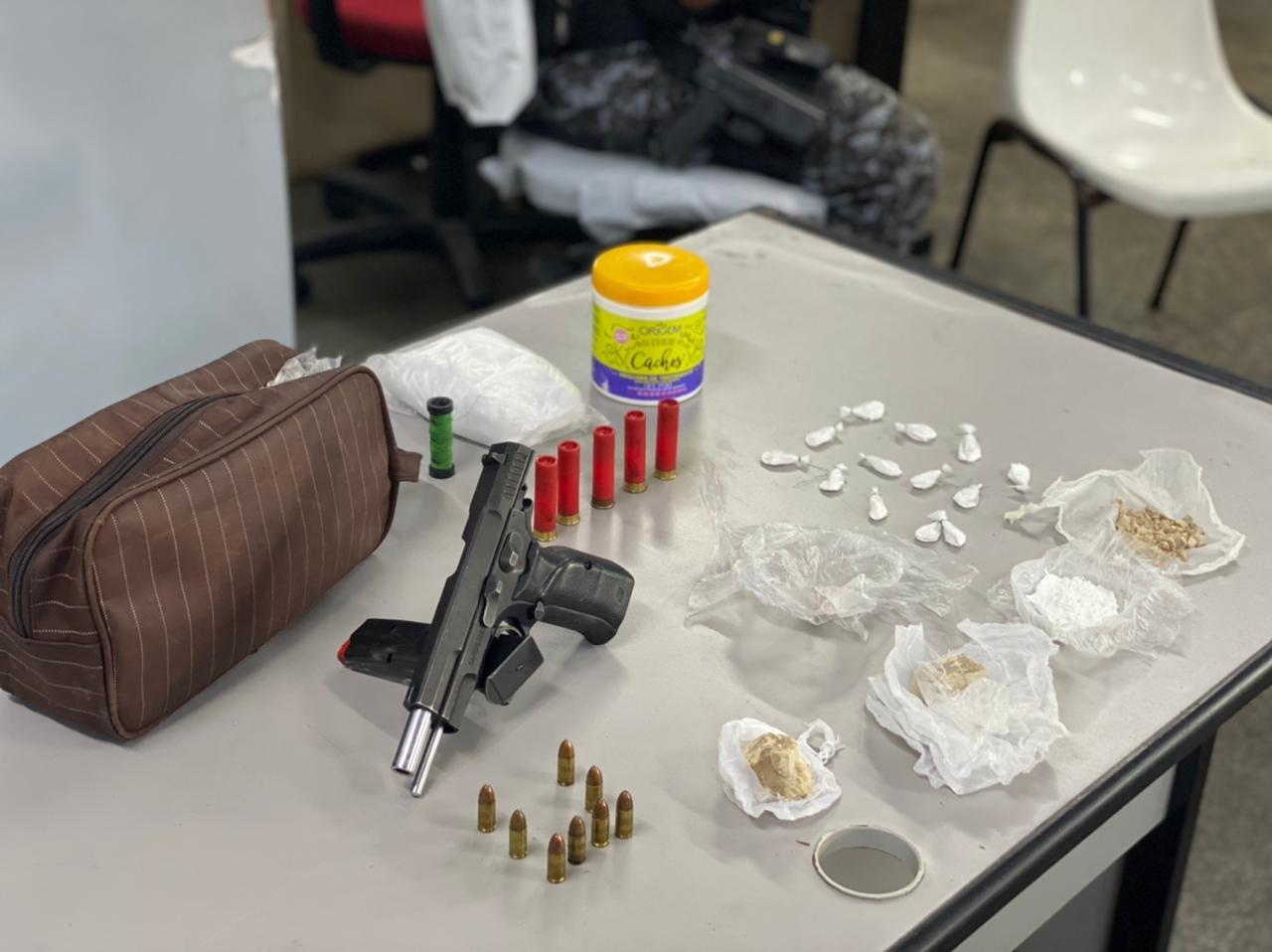 COM VÍDEO – PC-AM prende trio por tráfico de drogas, associação para o tráfico e posse irregular de arma de fogo de uso restrito