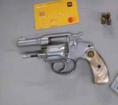 Polícia Militar detém homem por porte ilegal de arma de fogo, no bairro São José