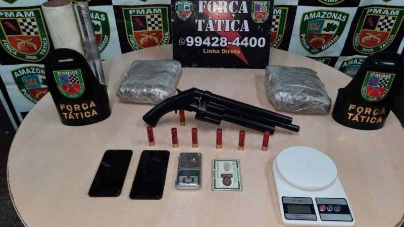 Força Tática detém cinco e apreende adolescente, armas de fogo e mais de 5 quilos de drogas, em ações na capital