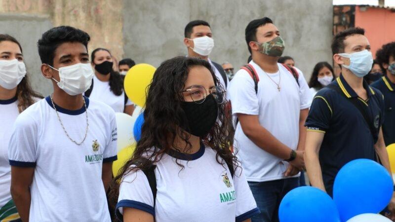 Alunos e professores da rede estadual fazem mobilização para combater o abandono escolar em Manaus