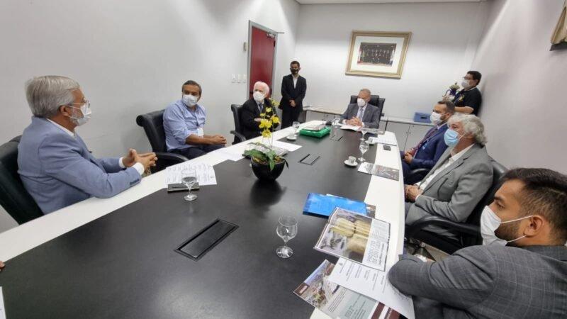 Presidente do TCE-AM se reúne com representantes da Prefeitura e da Fundação Doimo para tratar sobre a reestruturação da 1ª sede da Corte de Contas